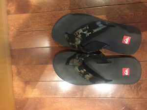 Quiksliver flip flops, fit mens 5/6 or womens 7/8, camo