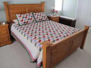 Solid Muskoka Pine Queen Bed