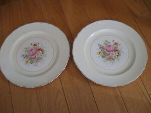 """TWO MATCHING VINTAGE WEDGEWOOD 10"""" DINNER PLATES"""