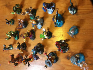 30 Skylander swapforce characters + portal of power and wii game