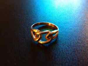 Solid 10k yellow gold knot ring!
