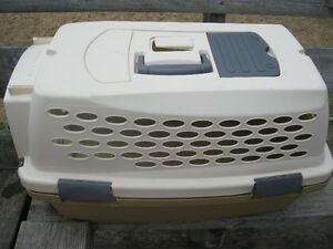 """Like-new """"Kennel Cab"""" carrier"""