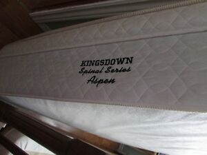 KINGSDOWN BOX SPRING & MATTRESS