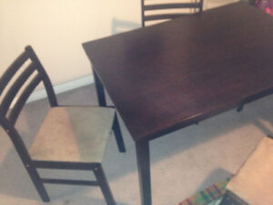 Like new dining table solid wood+ 4 chairs Cambridge Kitchener Area image 2