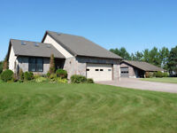 PRIVATE 1 ACRE LOT! BEAUTIFUL EXECUTIVE WATERFRONT HOME!  *
