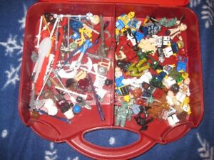 25 MINI LEGO FIGURES AND PARTS IN VERY GOOD CONDITION