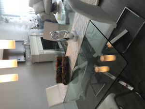 BEAUTIFUL GLASS TABLE FOUR WHITE CHAIRS AS NEW