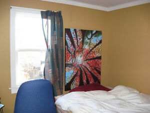 2 bedrooms available now in 3 bedroom house
