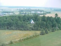 Live the cottage life all year round on 18 acres!