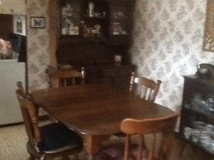 Kitchen table, 6 chairs and buffet