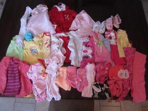 Linges pour fille 3 à 12 mois + jouets