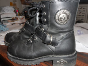 WOMENS  HARLEY BOOTS//// SIZE US 6