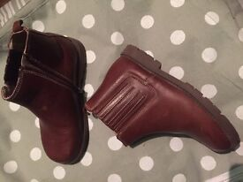 START RITE BROWN BOOTS - kids 13 size in excellent condition