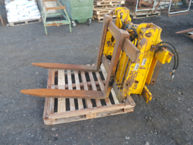 Tractor telehandler forklift pallet forks with carriage and side shift