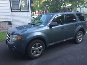 *GREAT DEAL *Ford Escape LOW KM Safetied! no rust, runs perfect