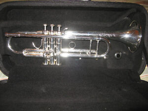 Eastman ETR500S Trumpet Great Condition-with case and mpc