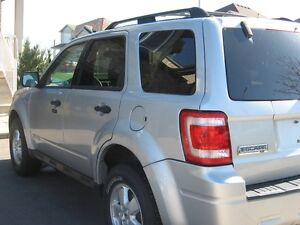 2008 Ford Escape 4x4 SUV,Low kms ,Sunroof,4x4 CERTIFIED E-TESTED