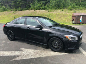 REDUCED! 2014 Mercedes Benz CLA 250 Turbo, Pano Moonroof, Nav