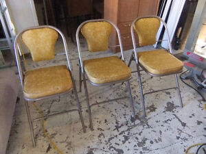 3 vintage foldable cooey card table chairs in exc cond