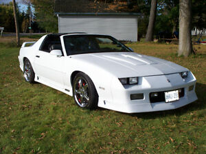 1991/1992 ARTIC WHITE 305 TPI Z28 CAMARO T-TOP