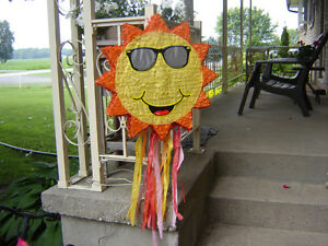 KID'S SUN PINNATTA FOR A BIRTHDAY PARTY/TOYS London Ontario image 1
