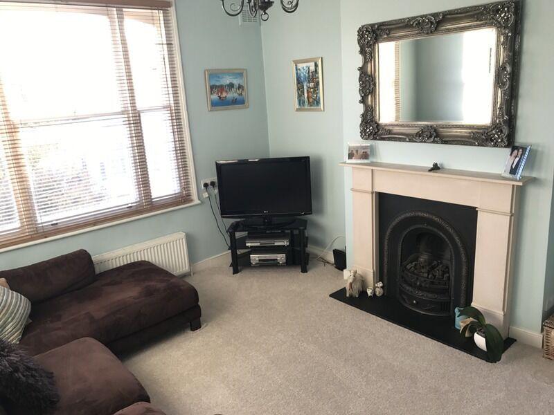 2 bedroom flat in Percy Road, London, London, W12