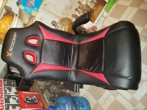 Gaming chair with Blue tooth and speakers