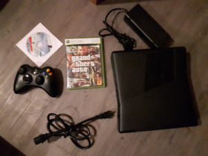 Xbox 360 Slim, Controller, GTA IV, Wipeout