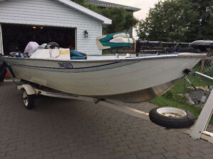 16' Fishing Boat & 30 HP Evinrude Side Console