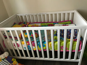 ****Urgent*** Crib in excellent conditions with mattree