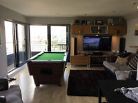 Luxury pent house share (2 min walk to UWS and Gilmour Train Station)