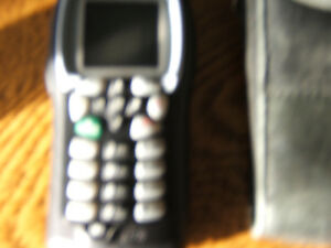i355 TELUS MIKE CELL -PHONE WITH CHARGER AND BLK. LEATHER CASE Kingston Kingston Area image 4