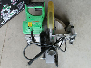 Hitachi 10-in 15-Amp Bevel Compound Miter Saw Laser machine Kitchener / Waterloo Kitchener Area image 2