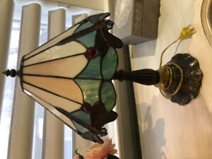 Tiffany table lamp - perfect condition cast iron $75