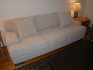 95 Inch Transitional Sofa
