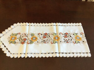 Table runner and cloth