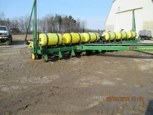 Liquid Fertilizer tanks of john deere 7200 12 row planter