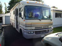 "Fleetwood "" Bounder "" Motorhome & 2002 Saturn"