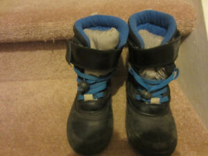 BOYS SNOW / WINTER BOOTS SIZE 12
