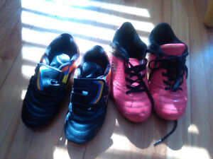 Soccer shoes 4number ( pink) and 2 size black)
