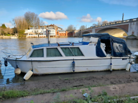 30ft day-cruiser boat narrow boat house boat room rent