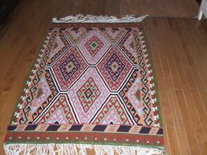 HAND WOOVEN RUG/FROM IRAN