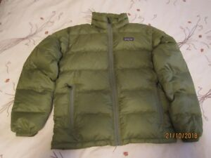Patagonia Men's small Down Filled Jacket NEW never worn