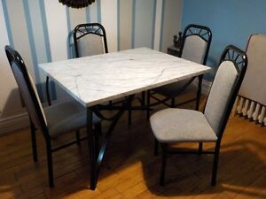 Dining Table & Chairs FOR SALE !