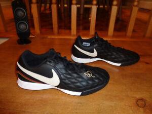 Chaussures de soccer taille 9 - Legend 7 Academy 10R