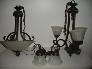 Ensemble de 4  luminaires, globes inclus, même collection