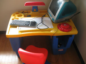 Little Tikes Desk with 2 lamps Windsor Region Ontario image 1