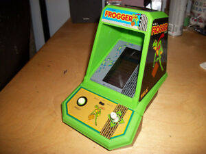 Vintage 1981 Frogger Sega Coleco Tabletop Mini Arcade Game