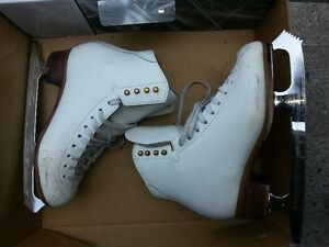 Jackson Competitor figure skates size 5C (wide) w/ Mirage blades