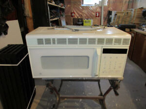 GE Spacemaker Microwave Oven